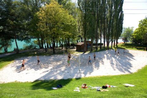 Deux terrains de beachvolley